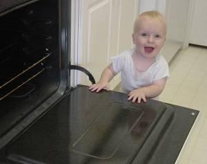 Carefulparents Com Hot Ovens Can Burn Your Child
